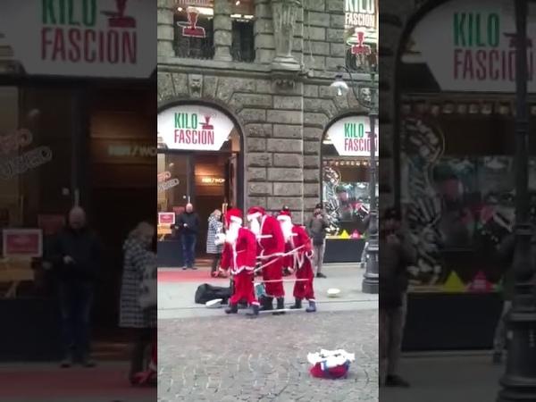 Tańczące Mikołaje