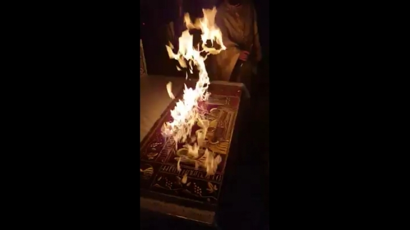 На Пасху, в Греции, в Пантелеимонове монастыре на Афоне, Благодатный огонь сошел прямо на Плащеницу и горел до конца службы.
