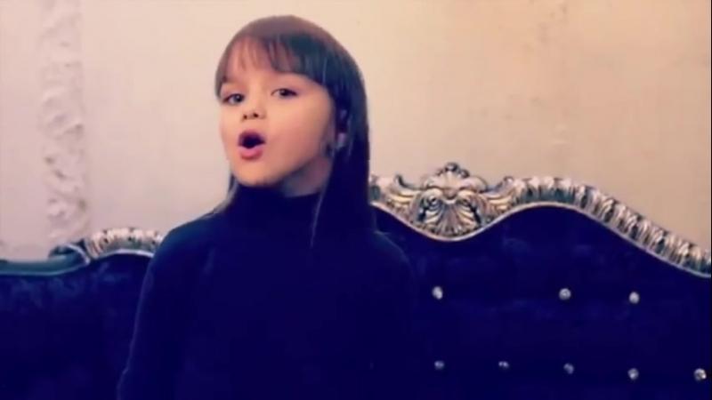 маленькая девочка поет Между нами