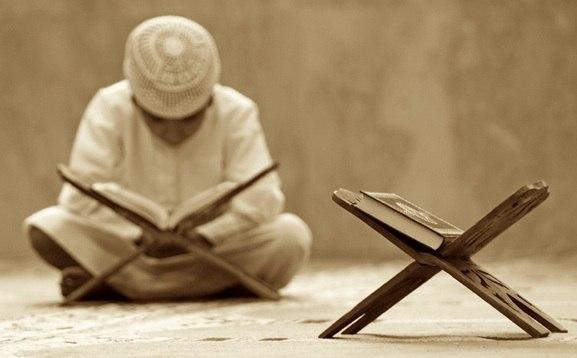 Те, которые уверовали! Обратитесь за помощью к терпению и намазу. Воистину, Алла...
