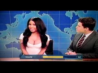 Ники перевоплатилась в Ким Кардашьян на шоу «SNL».