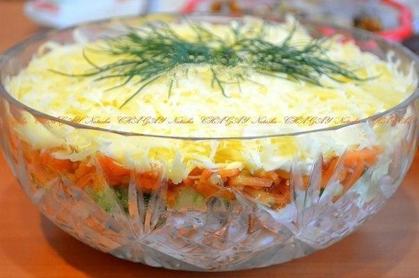 Салат с копченой курицей корейской морковкой