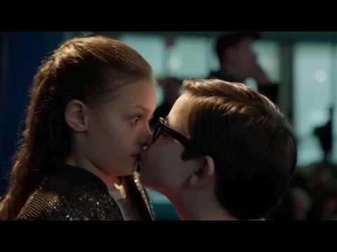 Страстный поцелуй Дилана. Смешной момент.