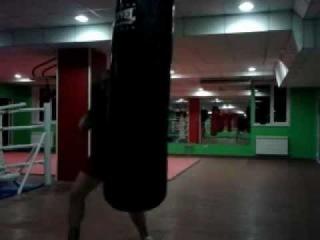 Кёкусинкай каратэ(тренировка с мешком)