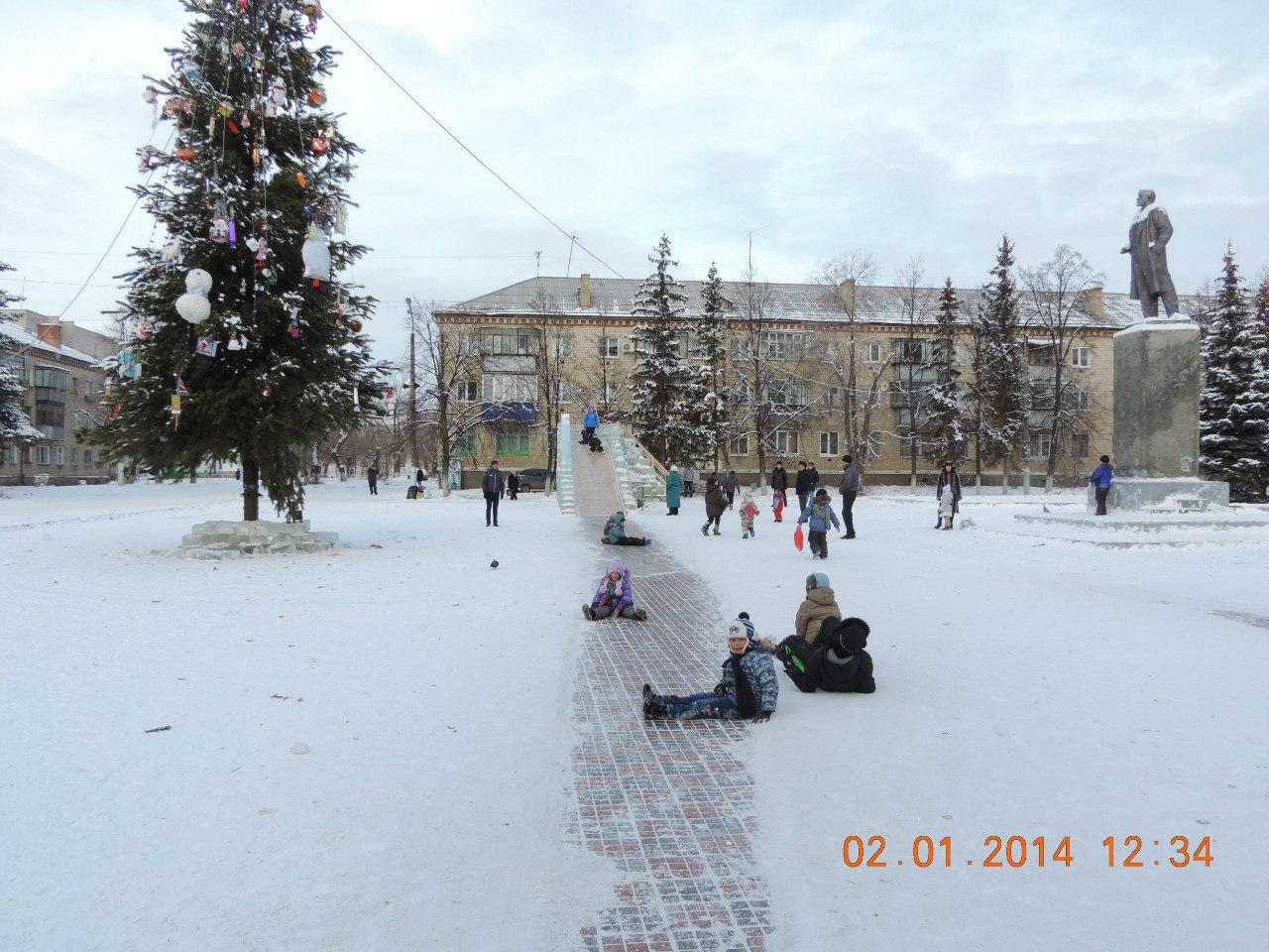 Главная площадь поселка (09.01.2014)