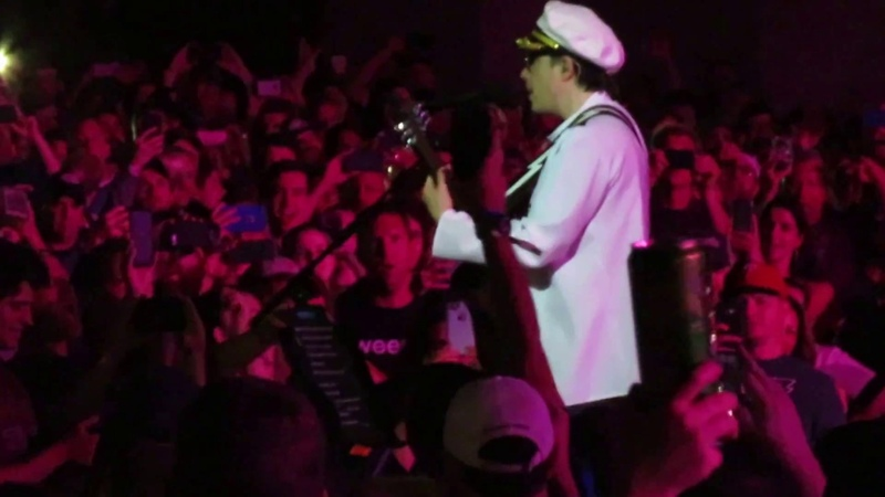Weezer Complete a-ha TAKE ON ME cover (Rivers Cuomo Acoustic while in Audience) Camden, NJ 7-21-18