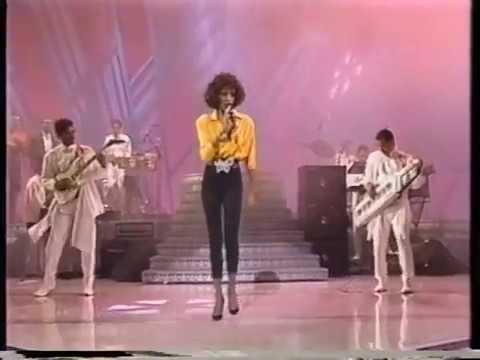 WHITNEY HOUSTON - I Wanna Dance with Somebody (Directe 30 Gala Premis Grammy 1988)