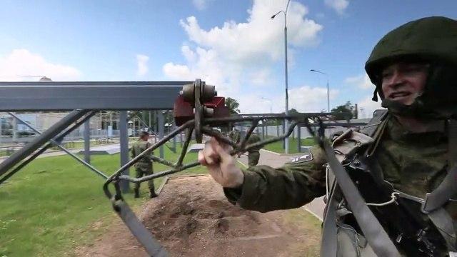 Новости на «Россия 24» • Операция Шторм. День третий парашютная подготовка и демонстрация оружия