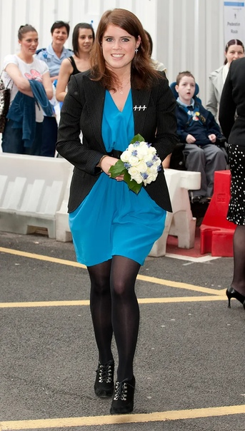 Юные Виндзоры: как выглядели члены королевской семьи в 20 лет В англоязычных соцсетях набирает популярность флешмоб : пользователи показывают, как они выглядели в 20 лет. Вот какие снимки могли