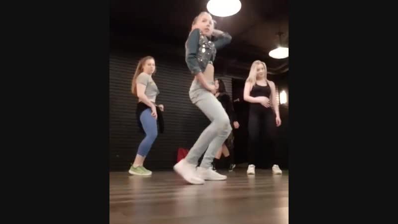 Choreography by Dana Daniela 🏁😻👸🏻. Reggaeton