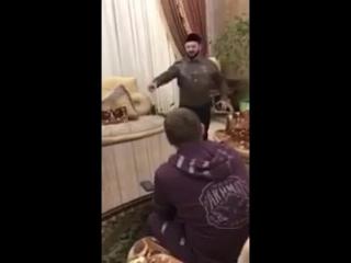 Галустян показывает пародию Кадырову