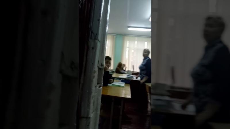Крикнул МАТОМ на весь класс