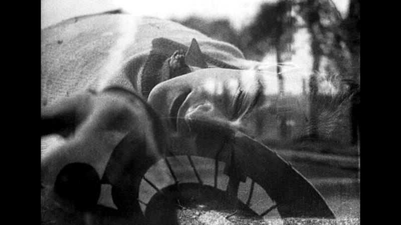 La Glace à trois faces - Jean Epstein (1927).