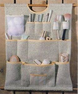Органайзер для разных мелочей. Предлагаю вам сделать очень полезную вещь - органайзер для разных мелочей. Его хорошо повесить в ванную комнату, но можно найти и другое применение. Например, в прихожей, а можно поместить на стенку шкафа внутри, или внутри кладовки. Можно использовать его для мелочей на даче. Или в гараже для инструментов. В общем, вещь полезная, особенно для малых помещений. Она поможет вам организовать место для разных мелочей, которые всегда будут у вас под рукой. Можно…
