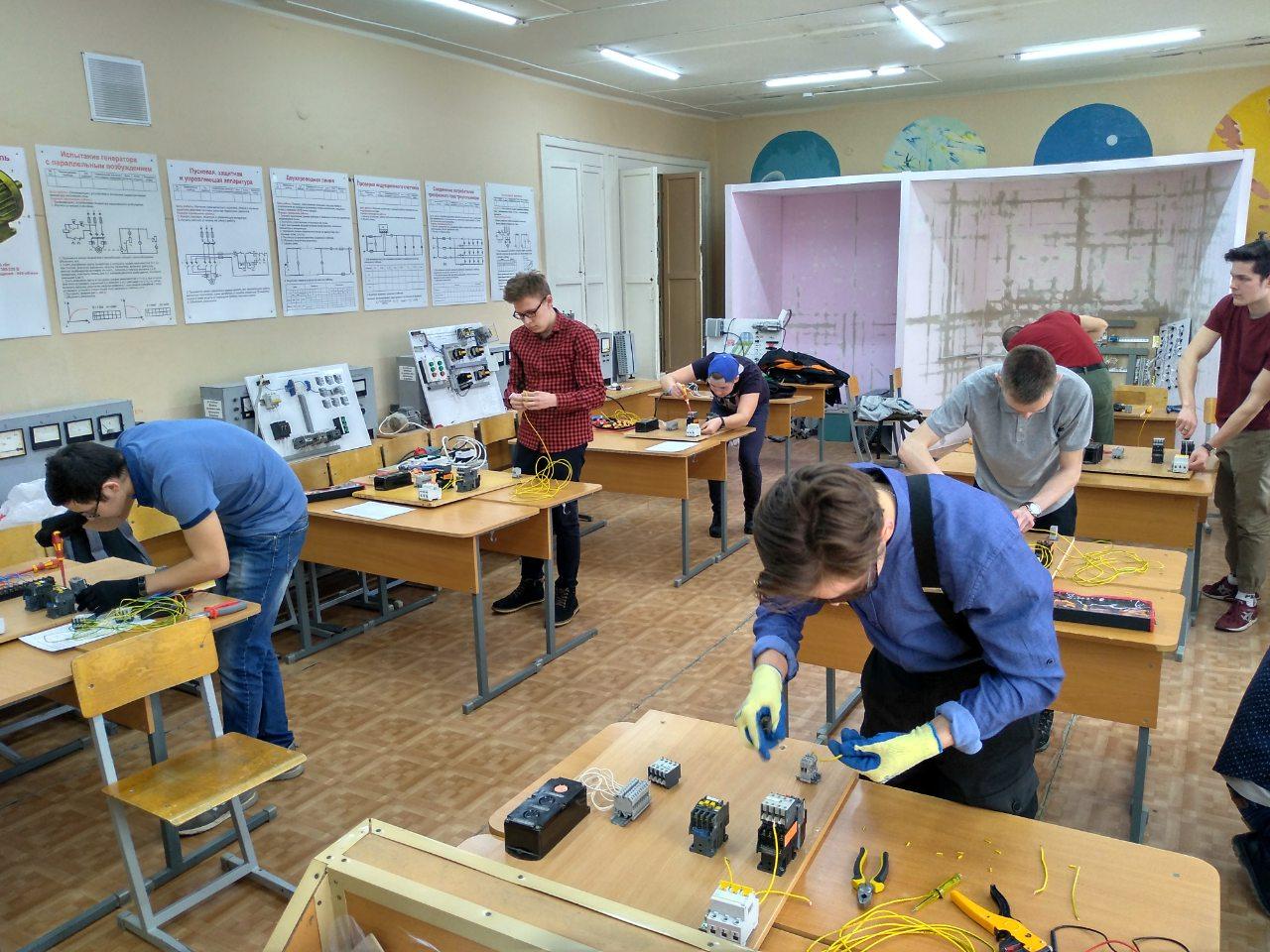 Конкурс электриков среди групп 3-4 курса