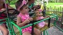 ПУПСИКИ В ЗООПАРКЕ весело играют с животными / Baby doll in the zoo fun playing with animals