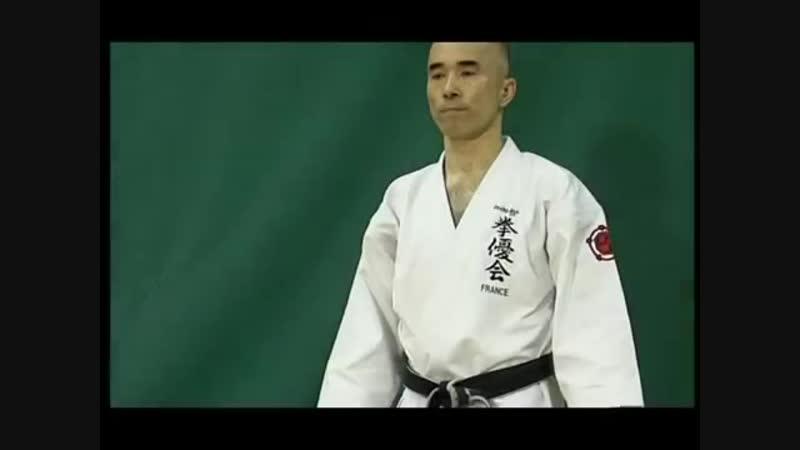 Окинава каратэ Уэчи рю Такеми Такаясу 8 ой Дан Уэчи рю Кеньюкай Работа на макиваре Часть 3