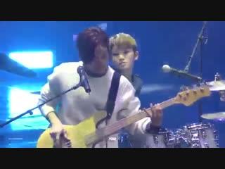 FANCAM 161229 Seventeen (Woozi and Jeong Han focus) - Im a Butterfly (YB cover) @KBS Gayo Daechukje
