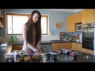 Jada Nude Muse Cooking Season 1 Episode 1 Горячая мамка на фотосессии готовит модель wet pussy milf hardcore big tits oil busty