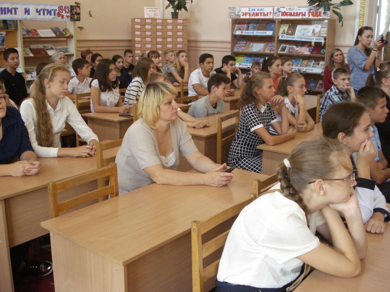 мужеству забвенья нет, донецкая республиканская библиотека для детей, министерство культуры, донецкая народная республика, 75 лет освобождения Донбасса