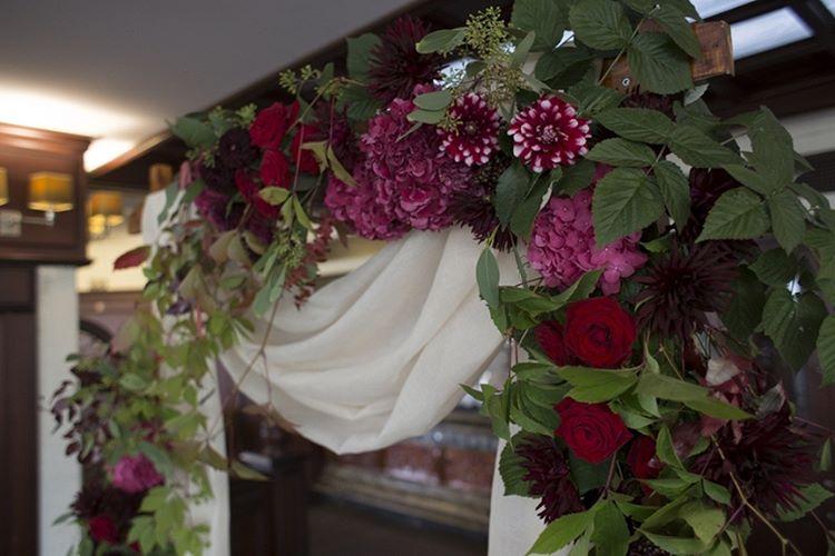 kZhfYBsWkPY - Винная тематика в цветочном оформлении свадьбы