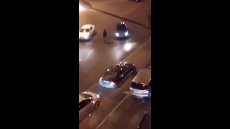 В Санкт-Петербурге человек расстрелял в упор машину.