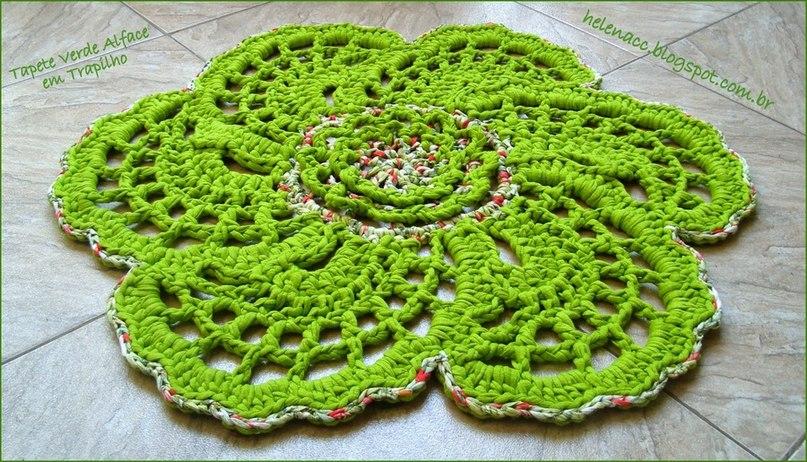 Очень красивый коврик цветок