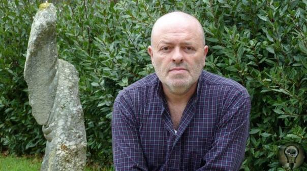 Умеющий мять камни. Таким удивительным волшебником, которому подвластны самые твердые камни, является испанский скульптор Хосе Мануэль Кастро Лопес, проживающий в городе Ла-Корунья. Он совсем