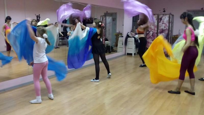 Группа Дети/Юниоры (8-15 лет). Направление - Восточный танец, хореография, растяжка.