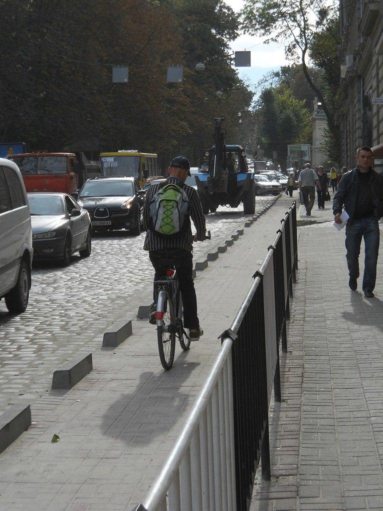 Велосипед, Львів, водій, Липнева, велодоріжка