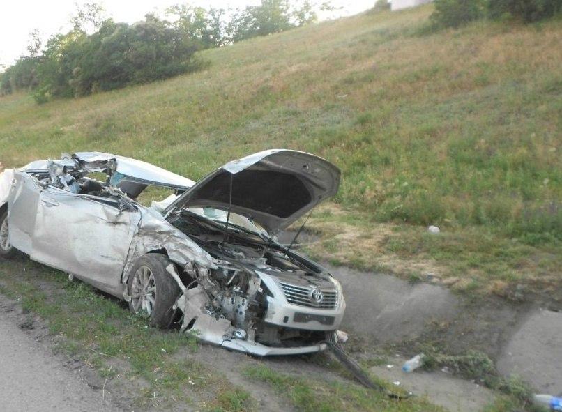 На донской трассе Toyota Camry вылетела в кювет, трое в больнице