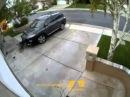 Женщина за рулем! Осторожно! Блондинка на парковке!