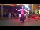 Танцует цыганка на свадьбе