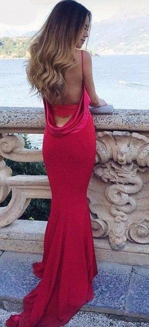 Очаровательные платья силуэта
