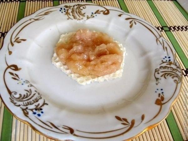 Вафельные бризольки. Ингредиенты: Куриное филе — 0,5 кг Лук —