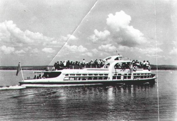 Куйбышев. Катер дачного сообщения на реке Волге. 1952 год.
