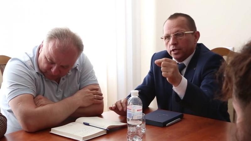Протест у Старокостянтинові- міська влада і поліція спілкувались з селянами