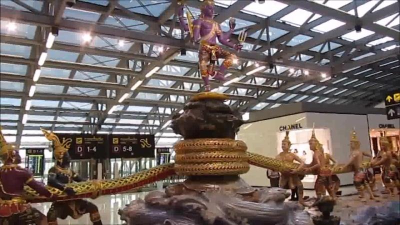 Диорама пахтания Молочного океана. Сцена из Вед. Аэропорт Бангкока Таиланд