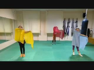 Учим новый танец. Детская группа восточного танца, начального уровня в фитнес-клубе