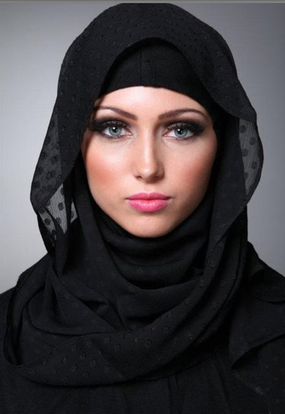 В Иране появилось движение за право не носить хиджаб: женщины фотографируются без платков на голове, а затем выкладывают снимки в соцсети с хештегом, который переводится с персидского как «тайная свобода»
