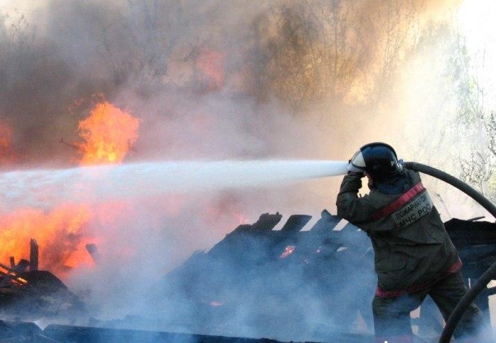 В Кировске сгорела дача с баней