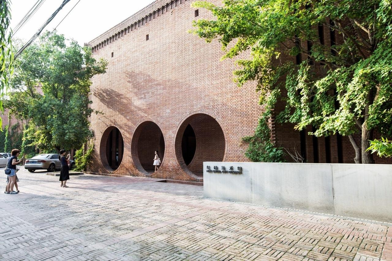 Dong Yugan's Brick Art Museum Through the Lens of He Lian