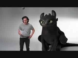 🎥 Кит Харингтон проходит кастинг к новой части анимационного фильма «Как приручить дракона»