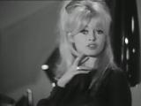 Brigitte Bardot sings Lappareil
