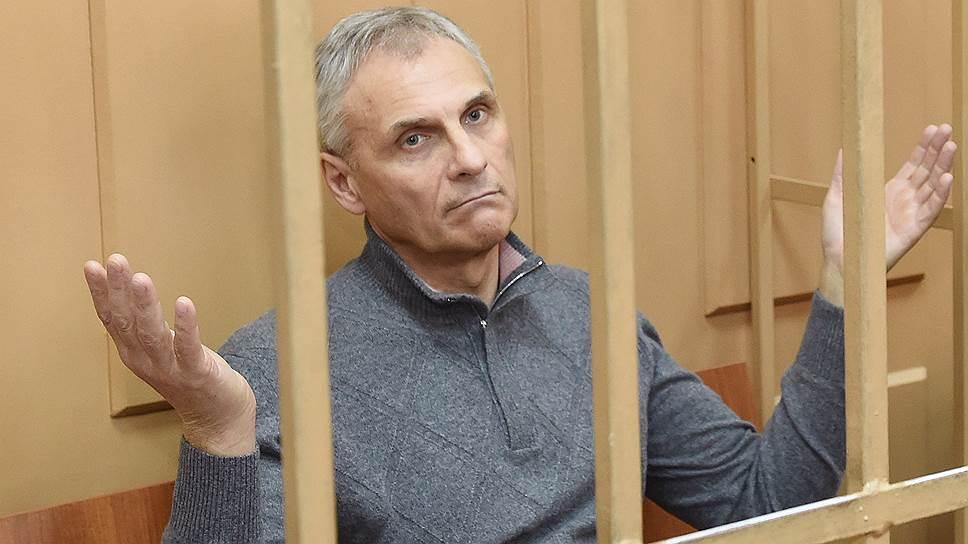 Экс-губернатор Сахалина получил 13 лет строгача и штраф полмиллиарда рублей.