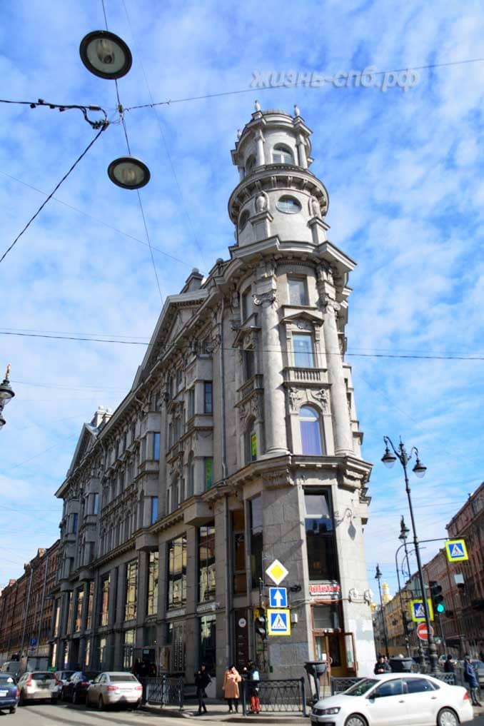 Знаменитое здание на Загородный пр. 11