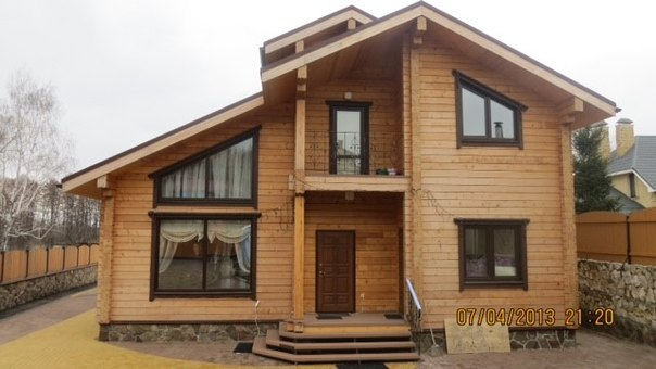 Проект одноэтажный деревянный дом с четырьмя комнатами и двумя