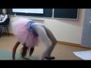 День матери в школе. Выступление Кристинки - гимнастический танец
