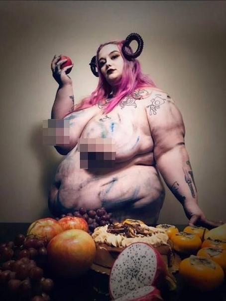 Огромная 26-летняя модель весом 188,7 кг ест не в себя, чтобы стать самой тяжелой женщиной в мире 26-летняя жительница Азорских островов, известная как веб-модель Лилит Ценобит, жрет не в себя,