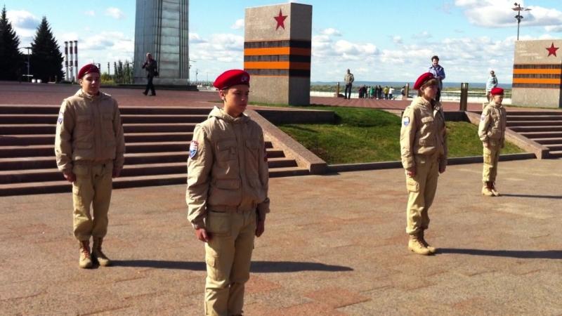 Смена почетного караула у Вечного огня на площади Славы в Самаре 20 сентября 2018 года.